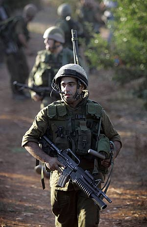 EJERCITO LIBANÉS ENVÍA TROPAS A FRONTERA CON ISRAEL